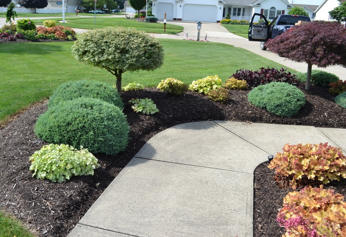 Image of: Sidewalk Landscaping Ideas Throughout Front Sidewalk Landscaping Ideas How Lay Front Sidewalk Landscaping Ideas