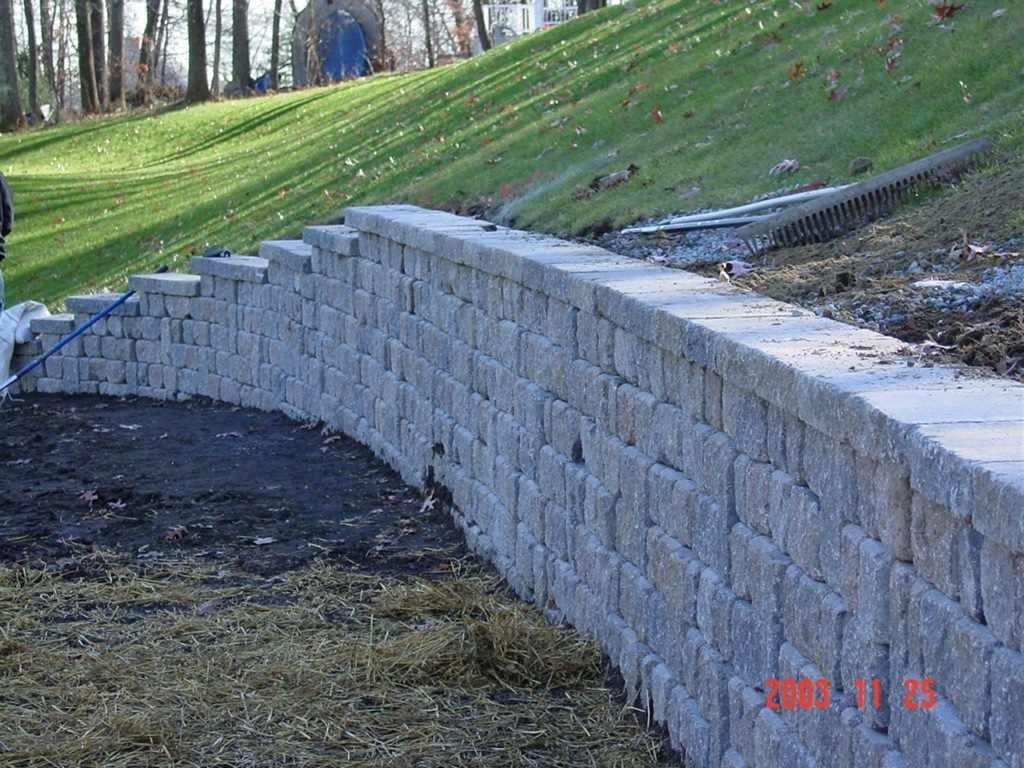 Image of: Stone Wall Project For Landscape Retaining Wall