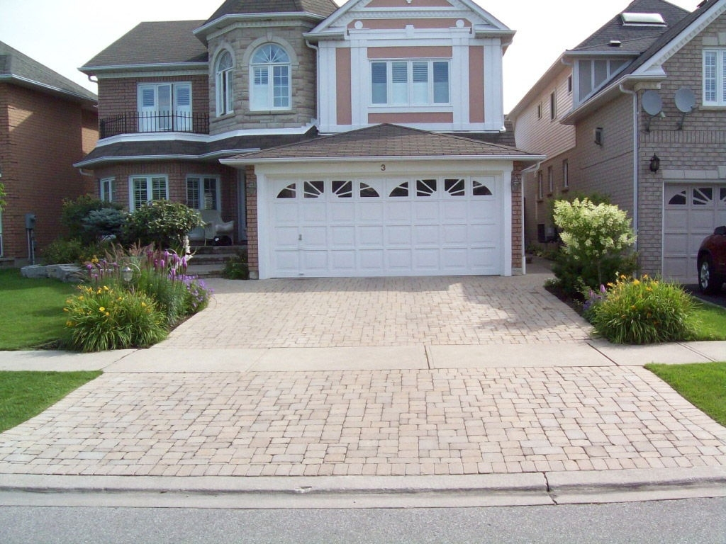 Image of: Terrific Landscaping Driveway For Activities Outside Of The Home For Driveway Landscape Ideas Beautiful Driveway Landscape Ideas