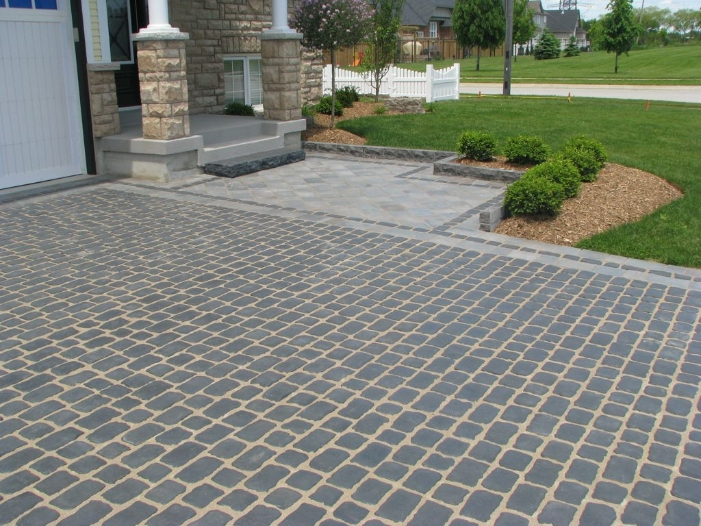 Image of: Terrific Landscaping Driveway For Activities Outside Of The Home Pertaining To Driveway Landscape Ideas Beautiful Driveway Landscape Ideas