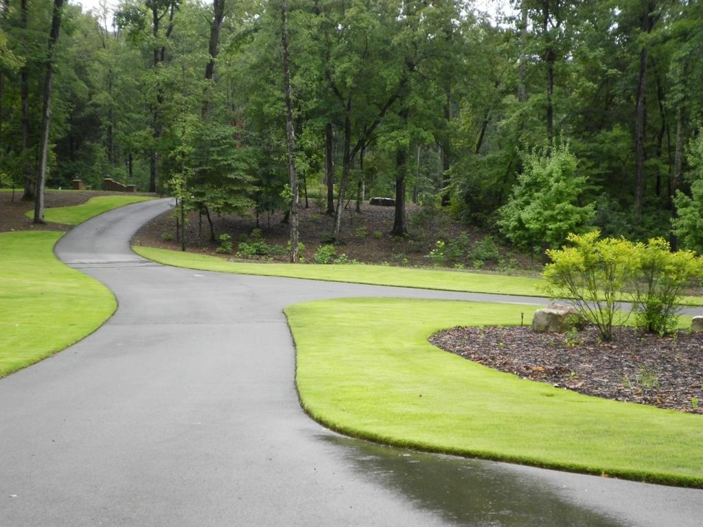 Image of: Terrific Landscaping Driveway For Activities Outside Of The Home With Regard To Driveway Landscape Ideas Beautiful Driveway Landscape Ideas