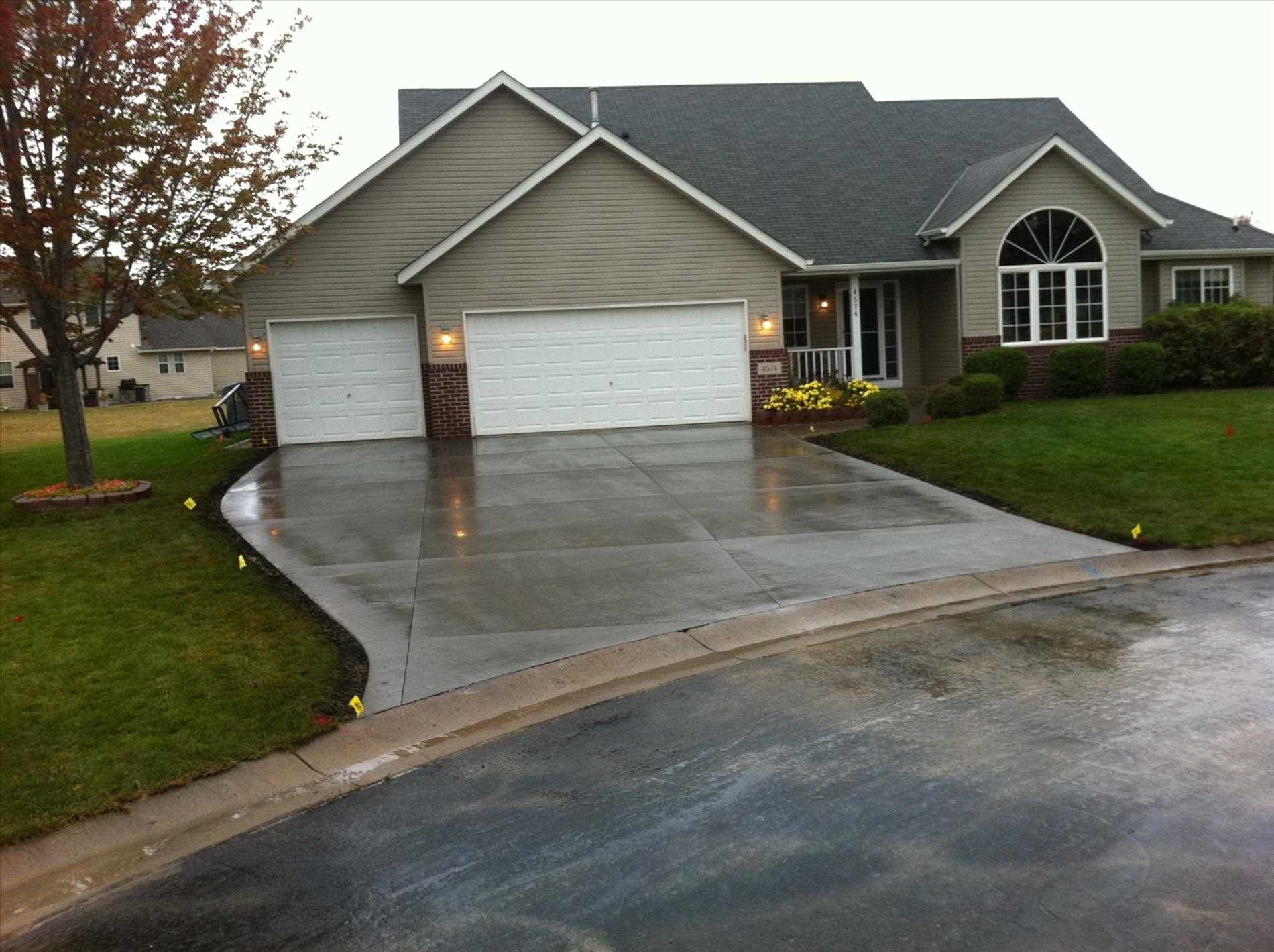 Image of: With Perennial Small Driveway Entrance Landscaping Ideas Granite Within Driveway Landscape Ideas Beautiful Driveway Landscape Ideas